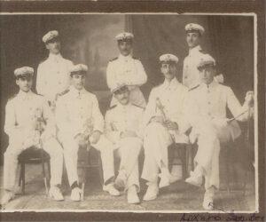 1909, Γρ.Μεζεβίρης Αρχηγός των Δοκίμων (1ος δεξιά)