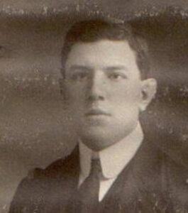 1912, Μεζεβίρης 21 ετών